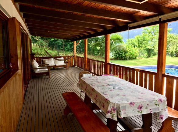 grande maison avec piscine et vue moorea paopao. Black Bedroom Furniture Sets. Home Design Ideas